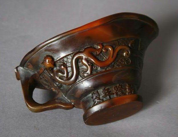 Coupe libatoire en corne de rhinocéros