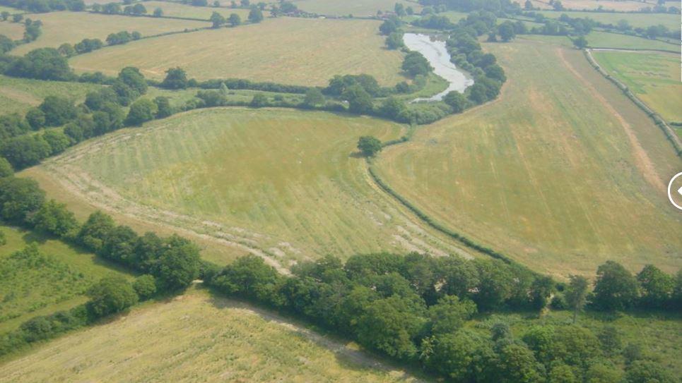 Vue aérienne de la ferme Knepp avant le réensauvagement.